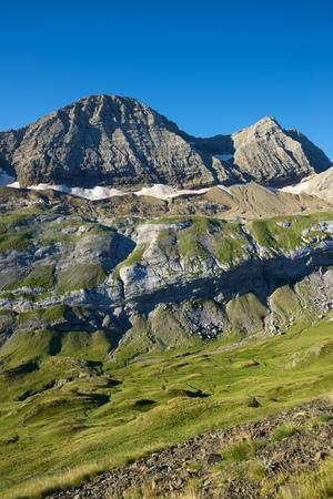 Peaks in Gavarnie Valley, Pyrenees in France. Standard-Bild - 124235423