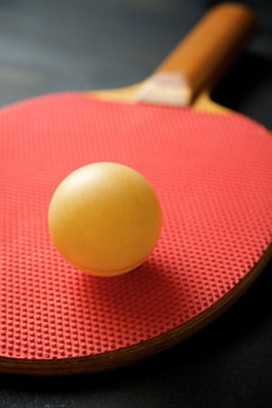 Ball and racquet to play ping pong. Banque d'images