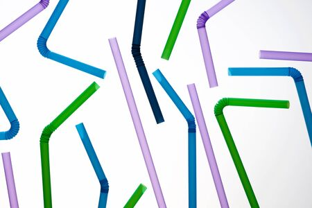 Drinking plastic straws on a white table. Banque d'images - 124751337