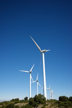 Windmills for electric power production, Zaragoza province, Aragon, Spain. Banque d'images