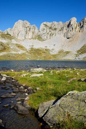 Acherito Lake in Oza Valley, Pyrenees in Spain. 版權商用圖片