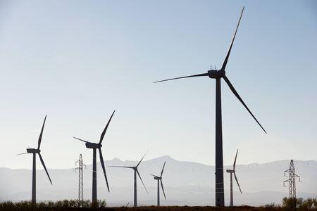 Wiatraki do produkcji energii elektrycznej, Prowincja Saragossa, Aragonia, Hiszpania.