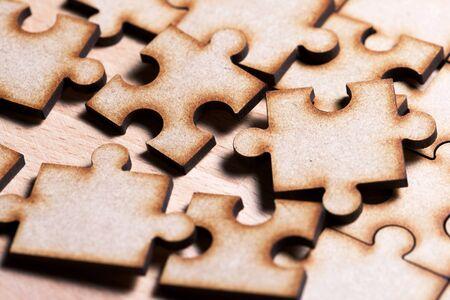 Primo piano dei pezzi di un puzzle.
