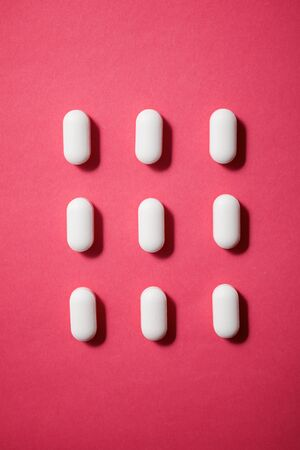 Pills on a pink table. 版權商用圖片