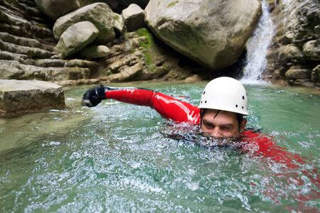 Canyoning in Furco Canyon, Broto, Pyrenees, Huesca Province, Aragon, Spain. 免版税图像