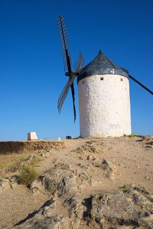 Windmill in Consuegra, Toledo Province, Castilla La Mancha, Spain. 免版税图像