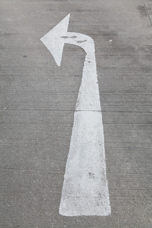carriageway: Arrow traffic sign on the road.