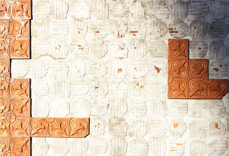 disintegration: Old wall with clay tiles to disintegration