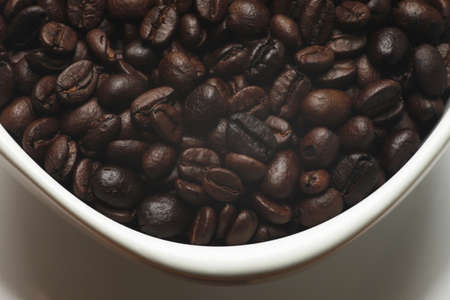 coffe beans: coffe beans in awhite cup