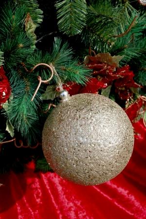 a ball hang the christmas tree