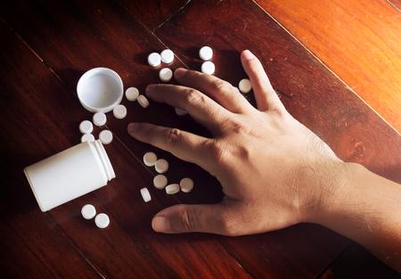 tomar medicina: Trate de tomar la medicina Foto de archivo
