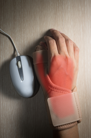 throbbing: Woman hand with hand-support and mouse.