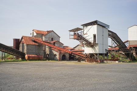 Edad abandonó el edificio de la fábrica y la inútil