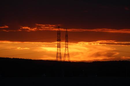 torres de alta tension: Puesta de sol en torres de alta tensión