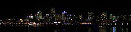 夜のモントリオール
