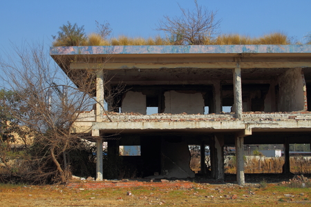 disintegrate: Empty and abandoned building