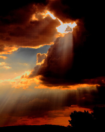 horison: Dramatic sunset with clouds and rays of the sun Stock Photo