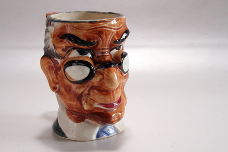 Toby Jug, una brocca di ceramica a forma di un vecchio corpulento