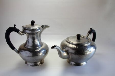 kettles: hervidores de peltre retro