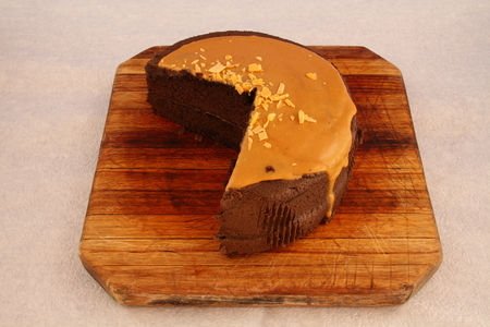 icing: Chocolate cake with caramel icing