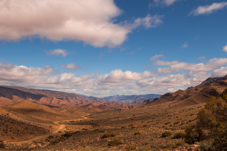 Paisaje en la carretera de Weltevrede, cerca de la aldea del Príncipe Alfred en la región de Karoo de Sudáfrica