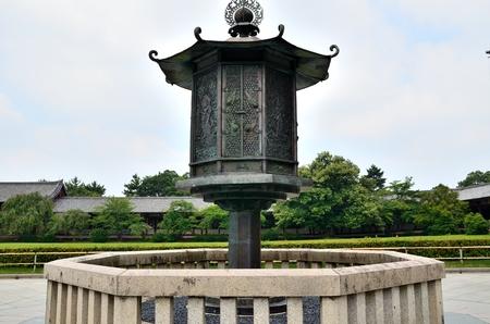 octogonal: NARA Templo Todaiji la linterna octogonal dorada