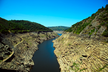 Belesar reservoir cleaning the Minho river. Views of the ruins of the village of Chave, strains and terraces of vineyards in the Ribeira Sacra, Lugo, Galicia, Spain Stock Photo