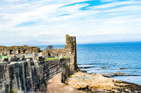 predicador: St. Andrews, Scotland, UK Ruins of St. Andrews Castle, St. Andrews, Protestant preacher George Wishart may have been imprisoned in the castle%u2019s  dungeon.
