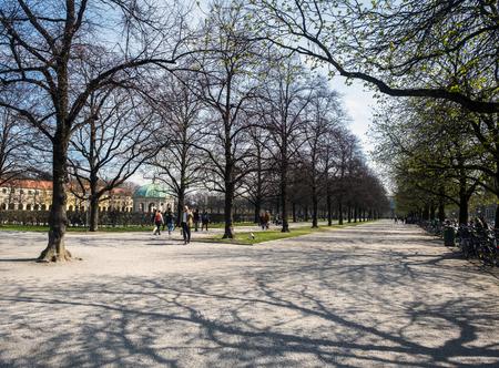 residenz: Munich, Baviera, Alemania.- 28 de marzo de 2017. people are walking towards the temple of diana situated inside of the hofgarten in german city munich