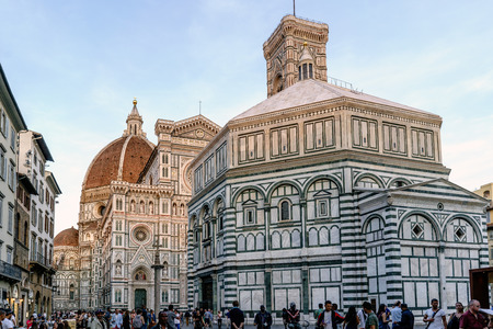 michelangelo: Overview of the cathedral of Florence called Duomo and the baptistery of San Giovanni in the square called del Duomo Editorial