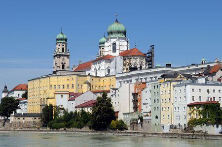 In der bayerischen Stadt Passau münden der Inn und die Ilz in die DonauPassau is a town in Lower Bavaria known also as the Dreiflüssestadt (City of Three Rivers), because the Danube is joined there by the Inn and the Ilz.