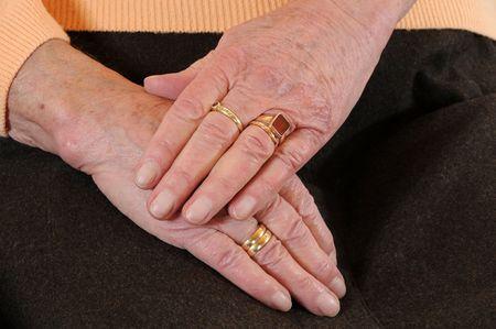 Handen van een oude vrouw