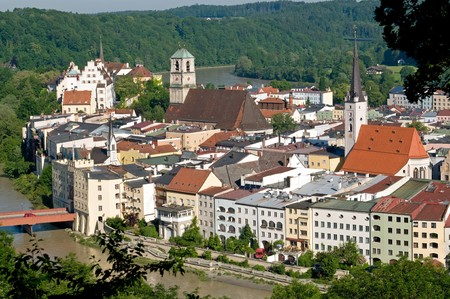 am: The old town of Wasserburg am Inn is situated on a peninsula of Inn River