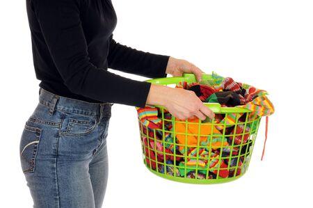 dry cleaned: Giovane donna con un cesto di lavanderia completo di calze
