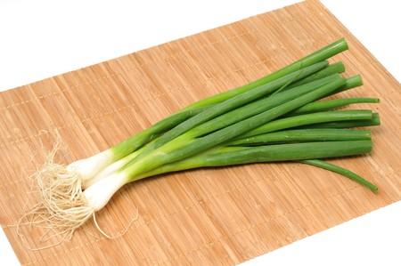Lauchzwiebeln in einer Studioaufnahme / Welsh onions in a studio shot