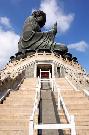 lantau: Il Monastero di Po Lin a Lantau a Hong Kong � una delle mete turistiche pi� famose del Tian Tan Buddha � di 34 metri di altezza