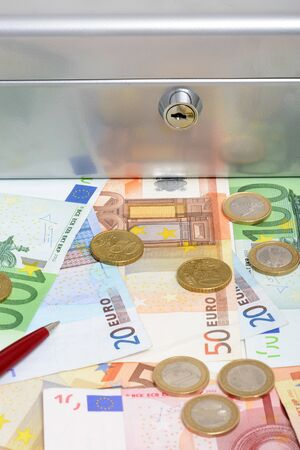 lockbox: Money and cashbox symbol for security