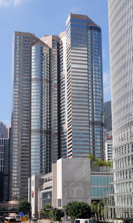 moderm: The financial centre of Hongkong is famous for his moderm skyscrapers
