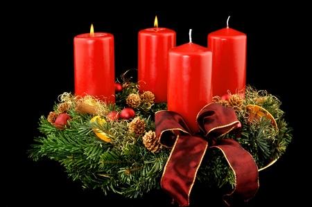 advent: Advents krans met rode kaarsen  Stockfoto