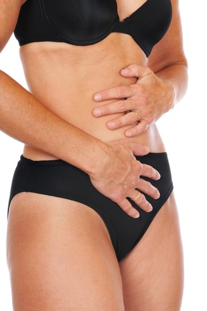 abdominal pain: Giovane donna ha dolore addominale