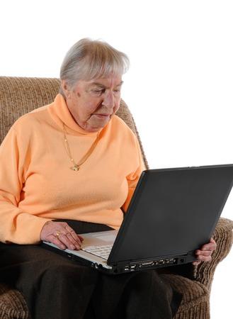 Senior vrouw met een laptop Stockfoto - 25553205