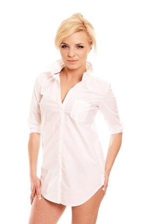 Superbe femme blonde en chemise blanche avec hanches nues isolé sur fond blanc Banque d'images - 9180646