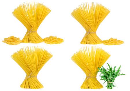 gamme de produit: assortiment de pâtes à spaghetti, isolé sur un fond blanc