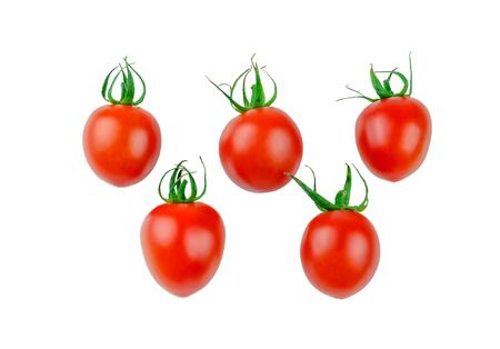 tomates: cinq tomates cerises sur un fond blanc Banque d'images