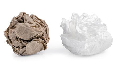 gris, brun et blanc boule de papier, isolé sur blanc