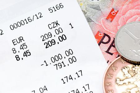 レジ領収書とチェコのお金