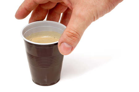 プラスチック製のカップでコーヒーを握る手 写真素材