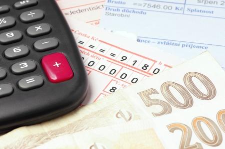 カウントとチェコのお金と請求書の支払い 写真素材