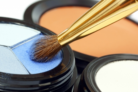chafe: Applying eye makeup on the brush  Stock Photo