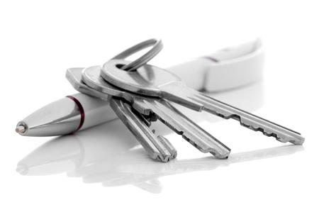家の鍵とボールペン。 写真素材